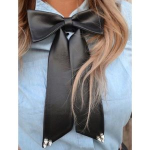 Jewelry - Spiked Bow Choker